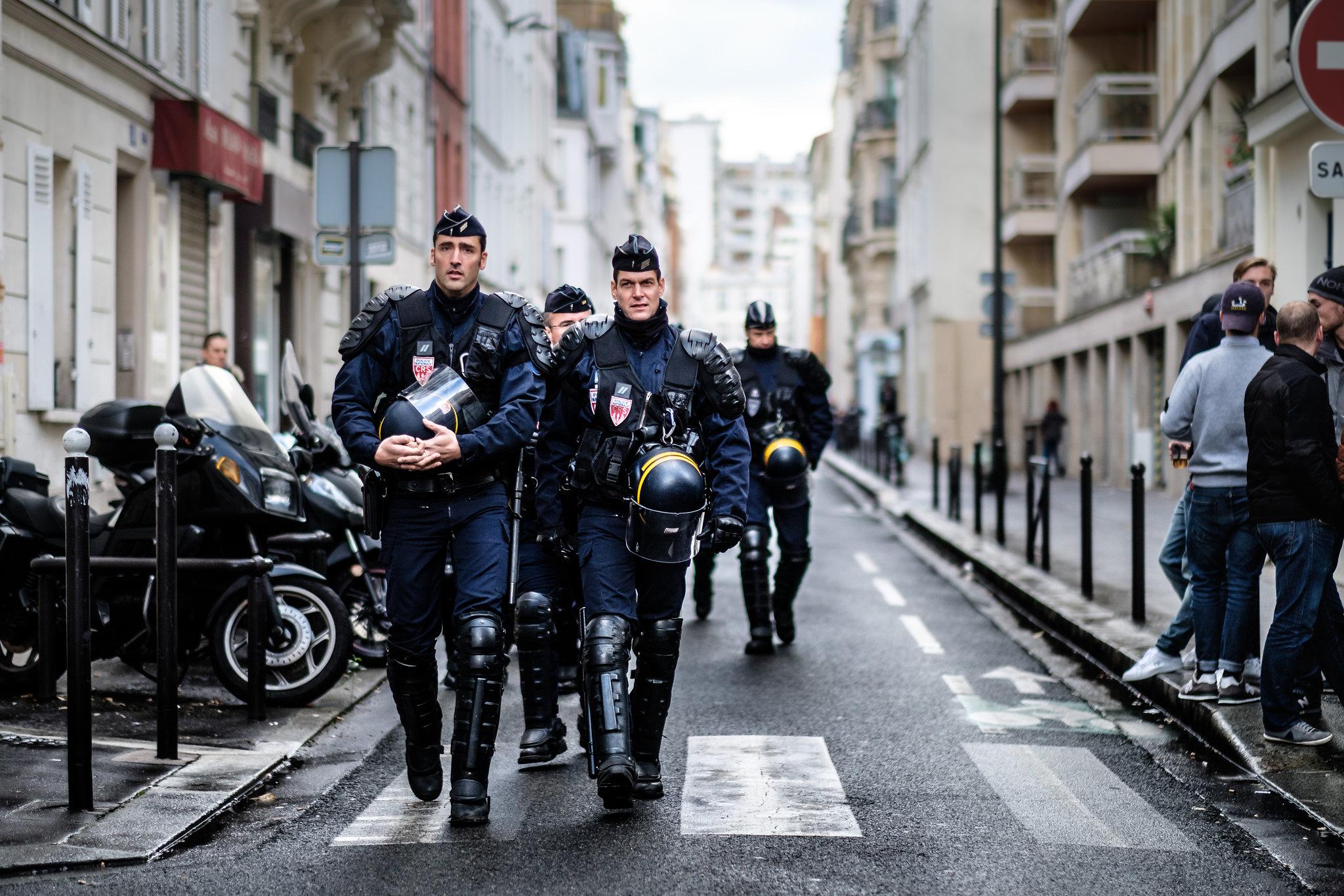 Cosa sta succedendo in Francia con lo stato di emergenza