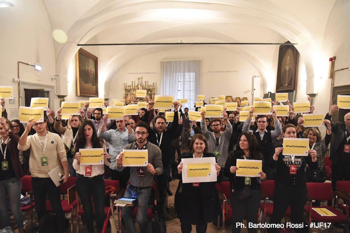 Turchia, esiliati e incarcerati: repressione contro la libertà di pensiero