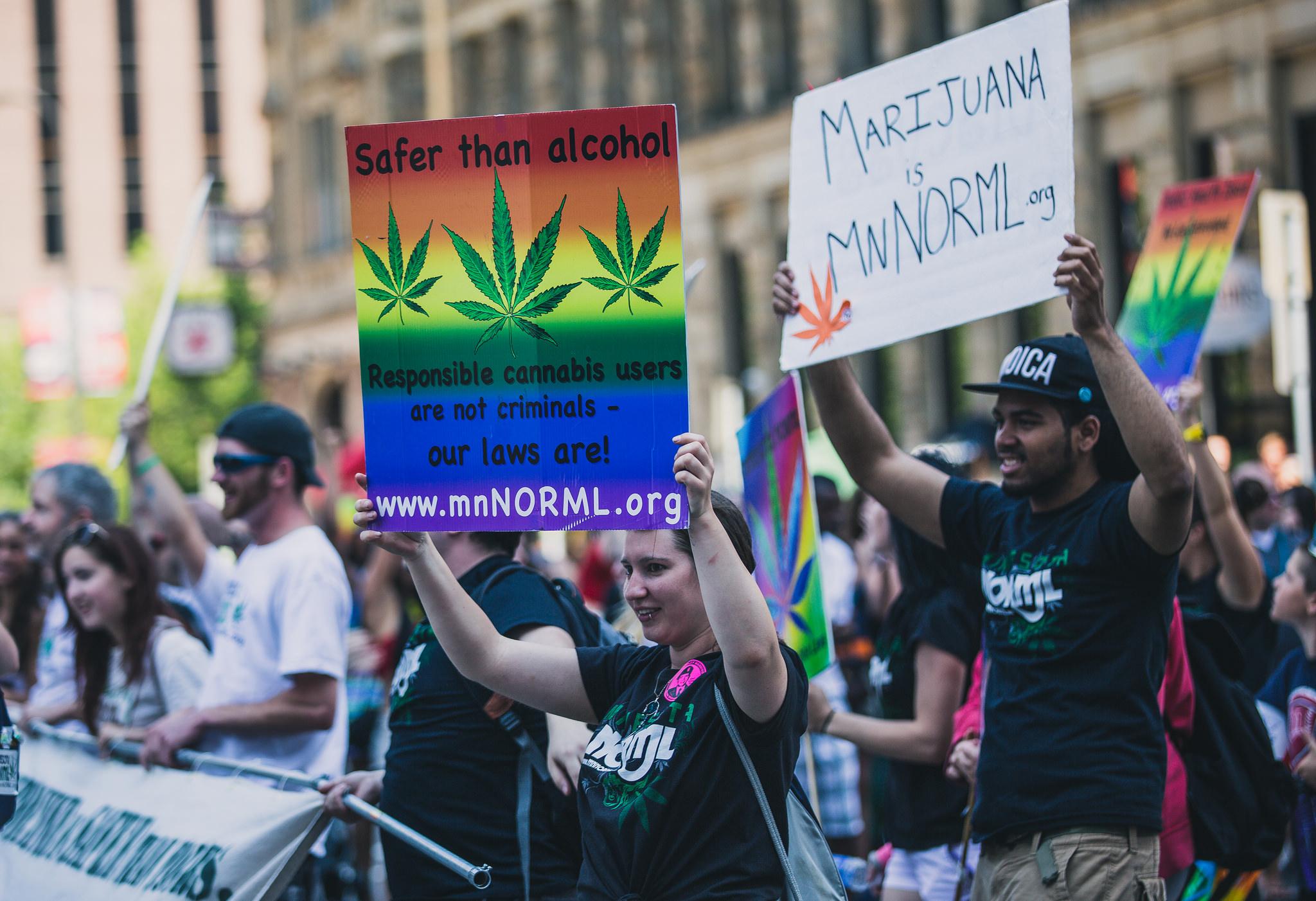 Cannabis: e se la trattassimo come l'alcol?