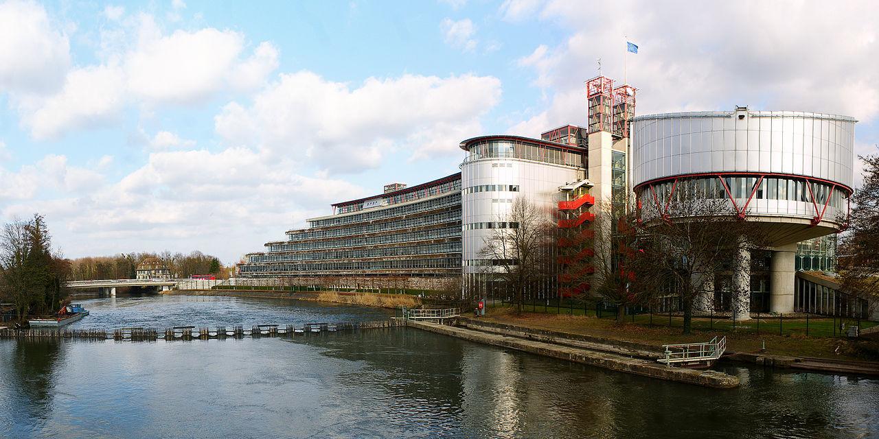 Edificio della Corte Europea dei Diritti dell'Uomo (Fonte: CherryX per Wikimedia Commons)