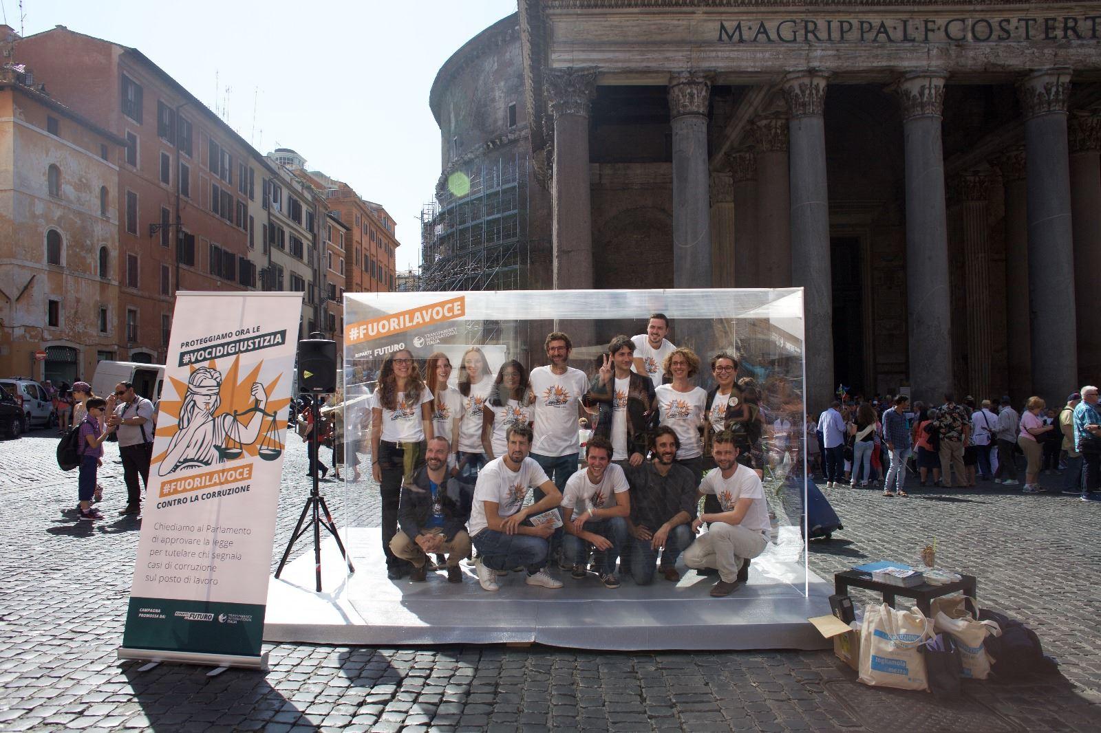 manifestazione_whistleblowing_roma
