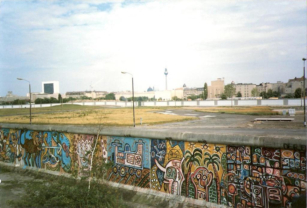 Il muro di Berlino nell'estate 1985 - via Chez Eskay.