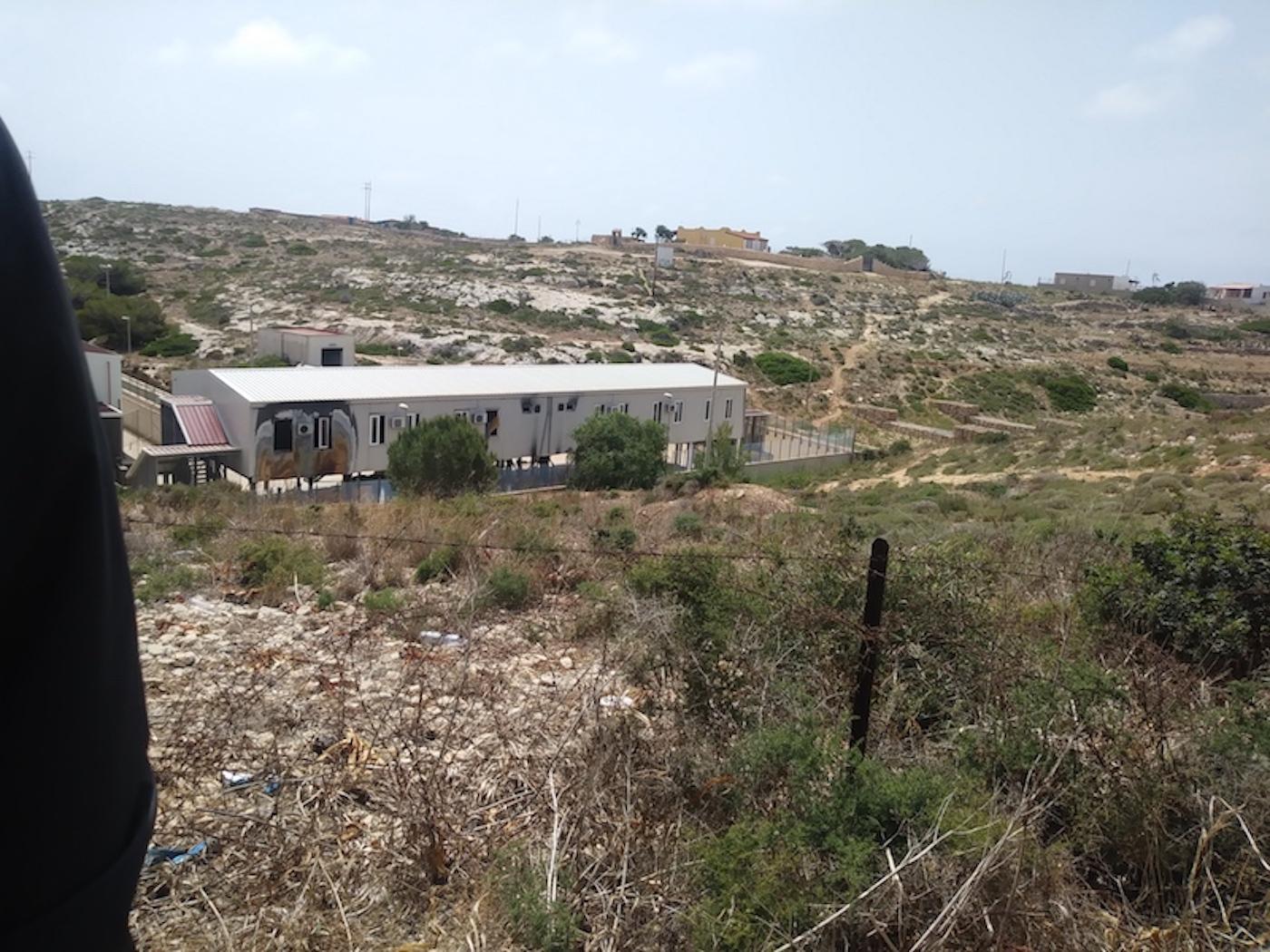 Nuove violazioni dei diritti umani nell'hotspot di Lampedusa